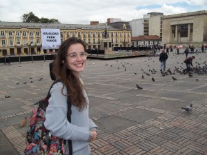 Juliana Pirani-Praça Simon Bolívar