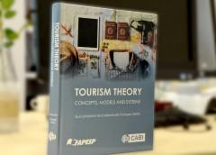 Professor da EACH lança livro que é referência na área de Turismo