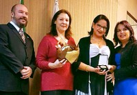 Aluna egressa de Licenciatura em Ciências da Natureza recebe homenagem da Associação Comercial de SP