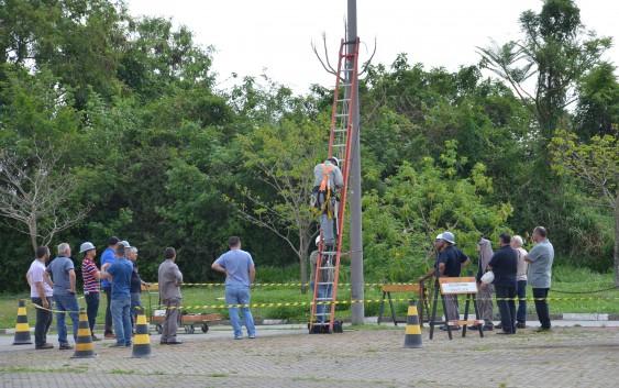 Funcionários da EACH fazem treinamento de segurança para o trabalho