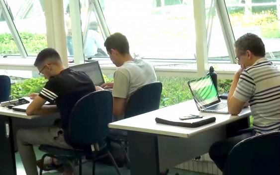 Renovação da rede Wi-Fi da EACH traz melhorias para o cotidiano da Escola