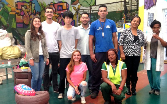 Funcionários da EACH e alunos de grupo de pesquisa da USP visitam a cooperativa de resíduos recicláveis