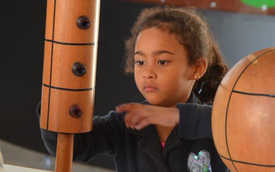 """""""Dia de Férias na EACH"""" recebe 59 crianças para atividades científicas"""