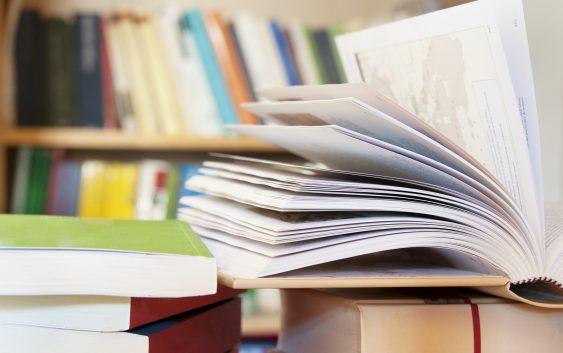 Programa de pós-graduação em Turismo da EACH recebe doação de quase 300 livros