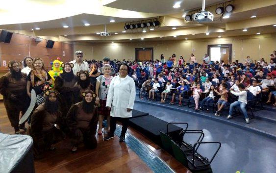 Em comemoração ao dia das crianças, projeto da EACH realiza peça teatral para 250 crianças