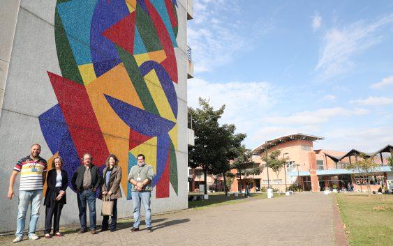 EACH recebe a visita do professor Cláudio Tozzi