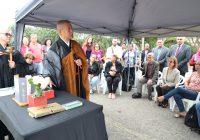 Com cerimônia budista, EACH homenageia comunidade nipo-brasileira e celebra 11 anos do Jardim das Cerejeiras