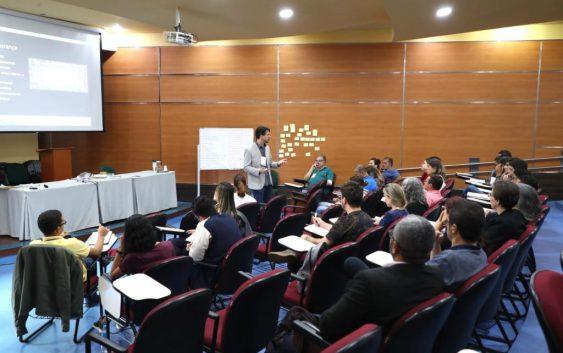 """Funcionários participam de curso de """"Liderança e Habilidades Sociais"""" para aprimorar gestão de setores da Escola"""