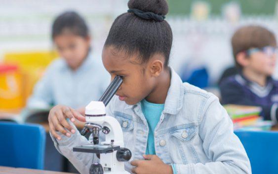 """Por que não ser uma cientista?  Participe do evento """"Vai ter Menina na Ciência"""""""